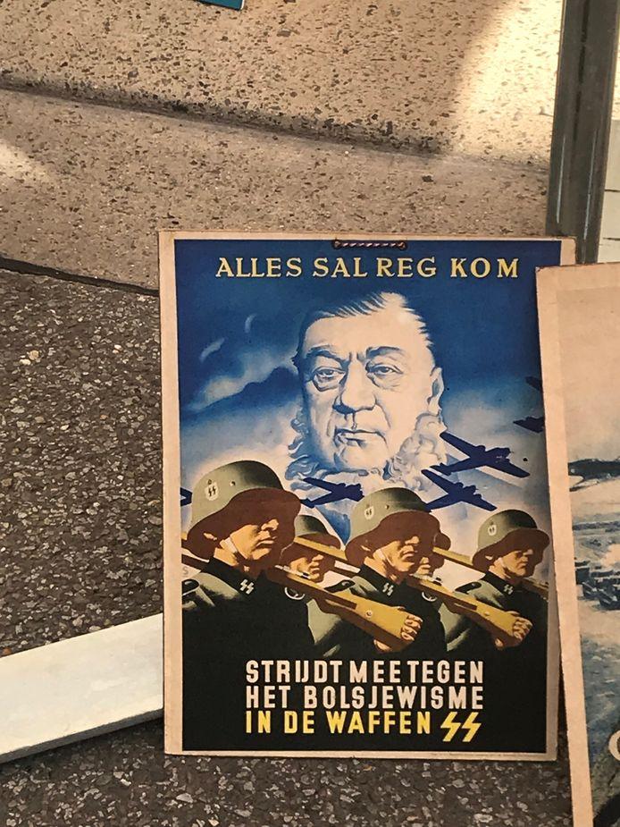 Een poster roept op om 'mee te strijden tegen het bolsjewisme'.