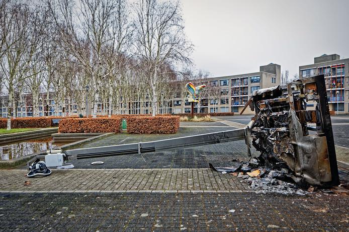 Op het Groenedijkplein in de Hoge Vucht moest ook een beveiligingscamera het ontgelden.