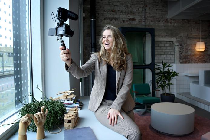 Lieke (24) heeft het eerste zakelijk vlogbureau van Nederland opgericht.