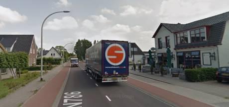 Rondweg voor dorp tussen Apeldoorn en Dieren van de baan