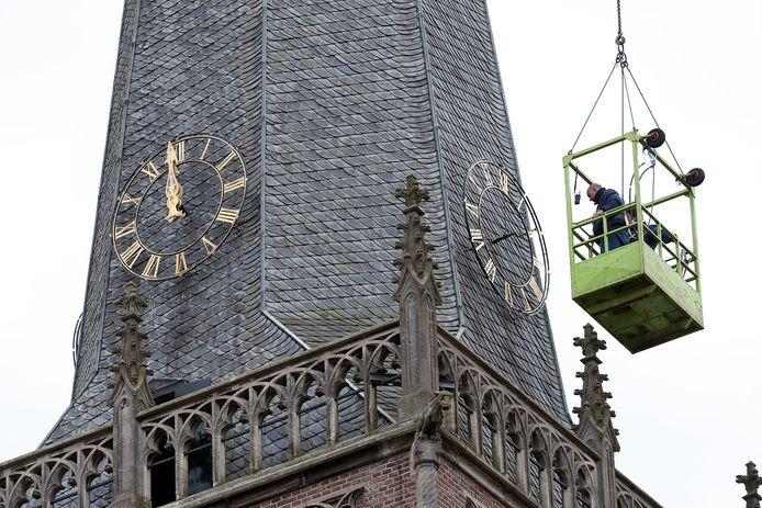 Werkzaamheden aan de Catharinatoren in Doetinchem.