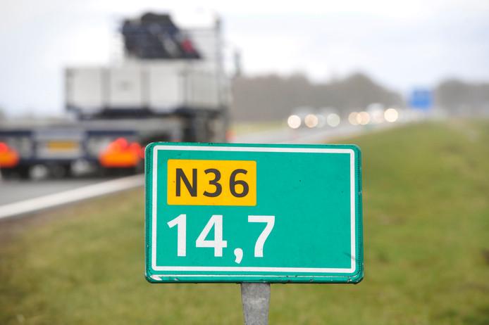 Gaat de snelheid op onder meer de N36 omlaag? De provincie onderzoekt of dit mogelijk is.