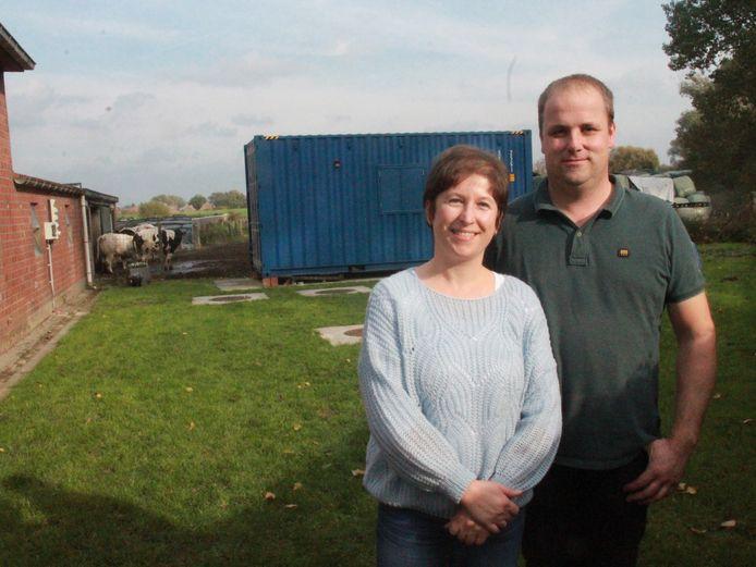 Gudrun Descamps (40) en Kristof Desmet (41) bij hun waterzuiveringsinstallatie.