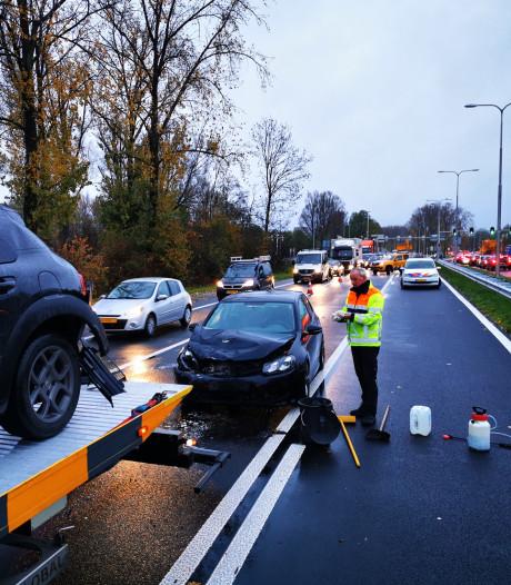 Lange file op A325 bij Arnhem na ongeluk in drukke ochtendspits