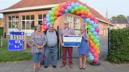 Oud-leerlingen schenken 1.150 euro aan De Ster
