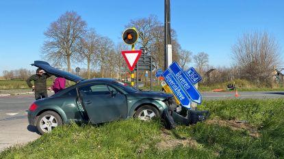 Tractor botst met twee auto's op kruispunt 'Gapaard': twee bestuursters lichtgewond