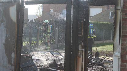 Man loopt brandwonden op bij zware tuinhuisbrand