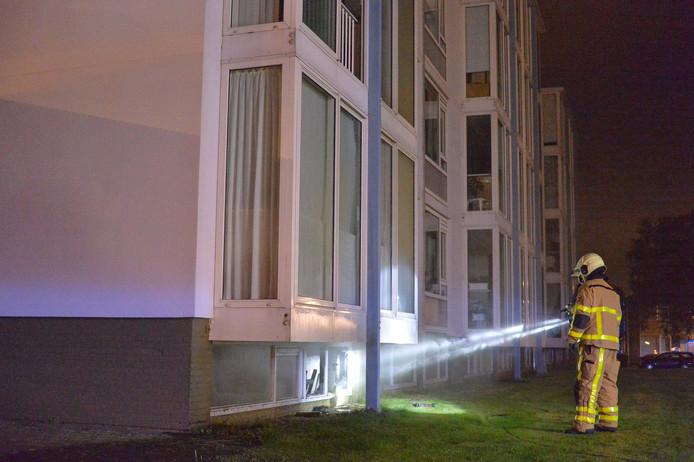 De brand in een kelderbox zorgde voor zo veel rookontwikkeling dat de hele flat moest worden ontruimd.