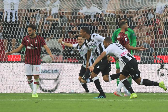 Rodrigo viert zijn doelpunt tegen AC Milan.