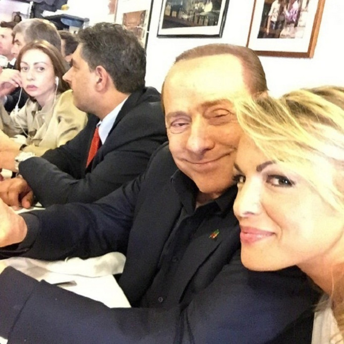 Silvio Berlusconi met Francesca Pascale die hij nu na twaalf jaar verlaat.