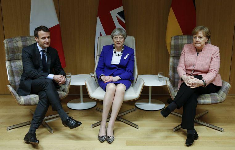 De Franse president Macron, de Britse premier May en de Duitse Bondskanselier Merkel. De Europese staatshoofden en regeringsleiders wijzen Rusland unaniem als de schuldige aan voor de gifaanval op oud-dubbelspion Sergei Skripal en zijn dochter in Salisbury begin deze maand.