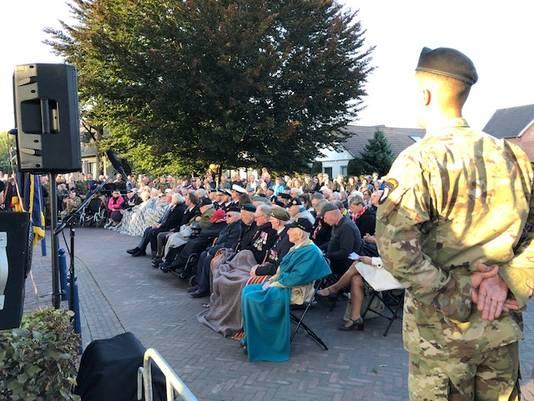 De 75-ste herdenking van Market Garden in Eerde. Met de veteranen voorop.