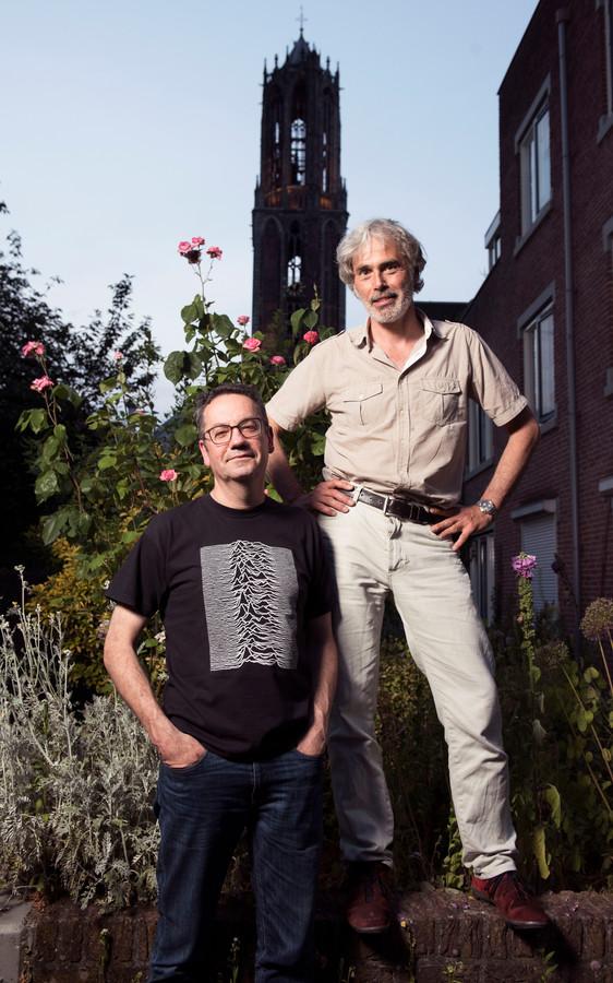 Peter Oostveen (l) en Onno Nugteren ondervinden overlast van het nachtelijk geluid van de Domtoren