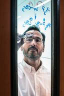 Dr. Daniel Blanco van de Radboud Universiteit heeft onlangs zijn derde onderwijsprijs gewonnen.