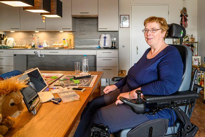 """Anita Merle heeft MS. ,,Het fijne is dat ik op ieder moment van de dag hulp kan inschakelen."""""""