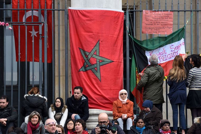 De Turkse, Marokkaanse en Koeweitse vlag aan de Beurs in Brussel.