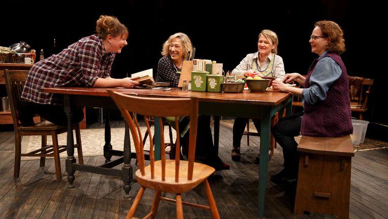 Van links af: Amy Warren, Meg Gibson, Lynn Hawley en Maryann Plunkett in The Gabriels. Beeld null
