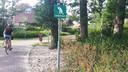 De hondentoiletten in Rijssen-Holten gaan verdwijnen; wel komen er meer afvalbakken voor zakjes met hondenpoep.