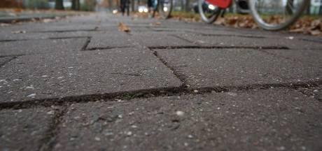 Deventer gaat hobbelige fietspaden in noorden van stad asfalteren en verbreden