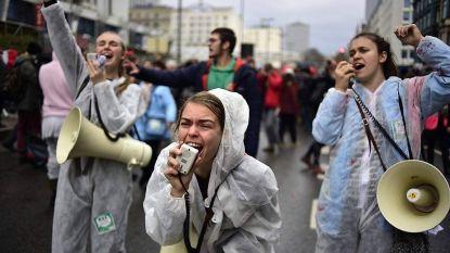 """Gearresteerde klimaatactiviste (24): """"De politie had duidelijk de opdracht gekregen agressief op te treden"""""""