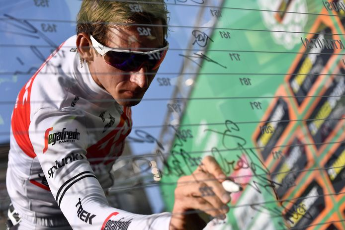 """Trek Segafredo Dutch rider Bauke Mollema signs at the start of the 113rd edition of one-day Classic """"Il Lombardia"""" (Tour of Lombardy) cycling race, on October 12, 2019 in Bergamo. (Photo by MARCO BERTORELLO / AFP)"""