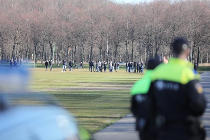 De eerste voetbalsupporters hebben zich verzameld op het Malieveld in Den Haag.
