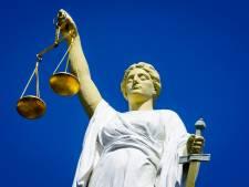 Drie maanden cel voor Almeloër die agente in gezicht spuugt en bedreigt met corona