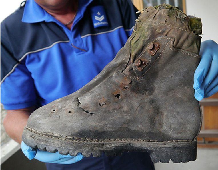 De schoen van één van de twee Japanse bergbeklimmers, die werd aangetroffen bij de lichamen.