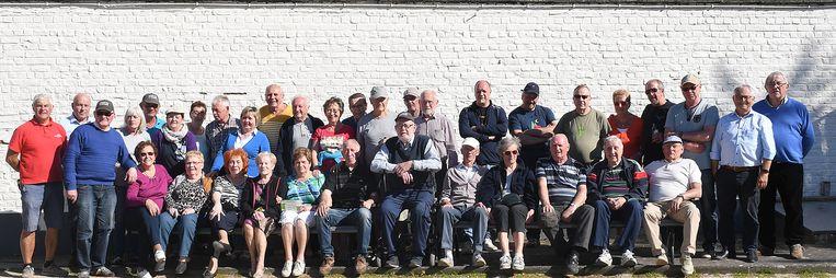 De deelnemers aan het gemeentelijke petanquetornooi in Denderleeuw.