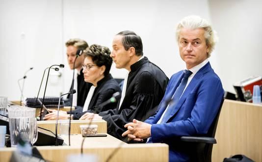 Advocaat Geert-Jan Knoops en PVV-leider Geert Wilders voorafgaand aan het hoger beroep.