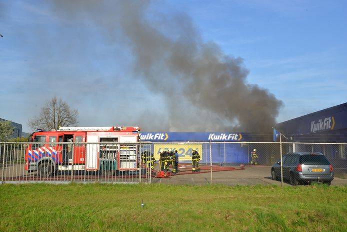 Brand bij Kwikfit Etten-Leur.