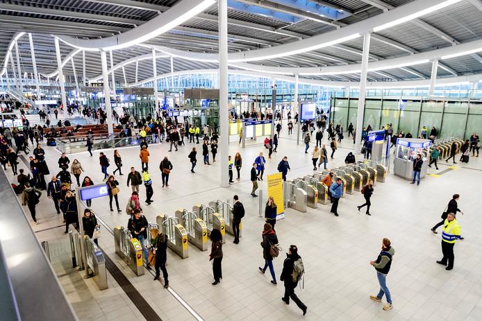Reizigers op station Utrecht Centraal