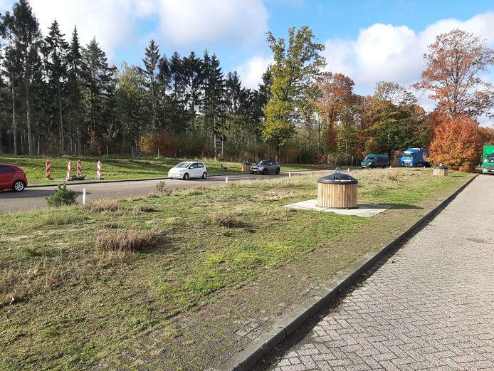 Parkeerplaats Bruggelen de dag nadat er onder verdachte omstandigheden een dode man is aangetroffen.