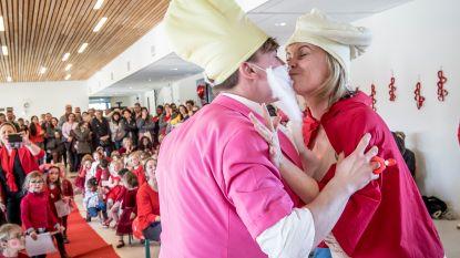FOTOREEKS + VIDEO. Schoolkabouters De Plataan stappen in het huwelijksbootje op Valentijn