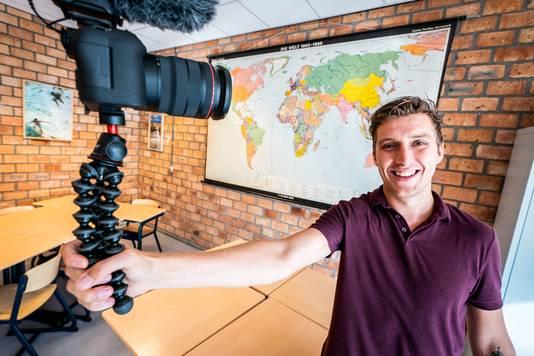 Roy Helmerhorst geeft met zijn vlogs een kijkje in de klas.