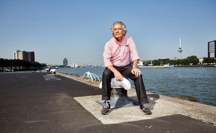 Willem Scholten in 'zijn' Rotterdamse haven. Ondanks zijn val als havenbaas bleef hij<br />in havenkringen en politiek gewaardeerd.