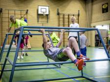 Freerunning in Manderveen: op alle mogelijke manieren obstakels passeren