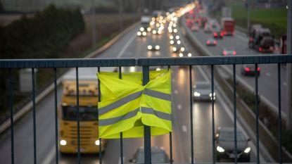Fluoprotest tegen brandstofprijzen boven E40 in Wetteren