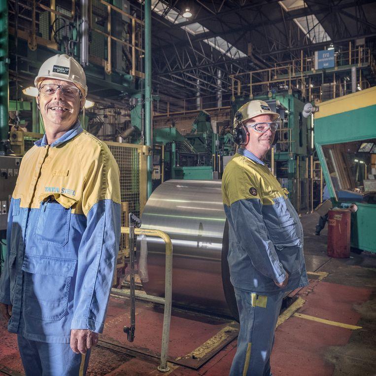Tata Steel-medewerkers Rob ter Horst (links) en Joop Slootweg. Beeld Patrick Post