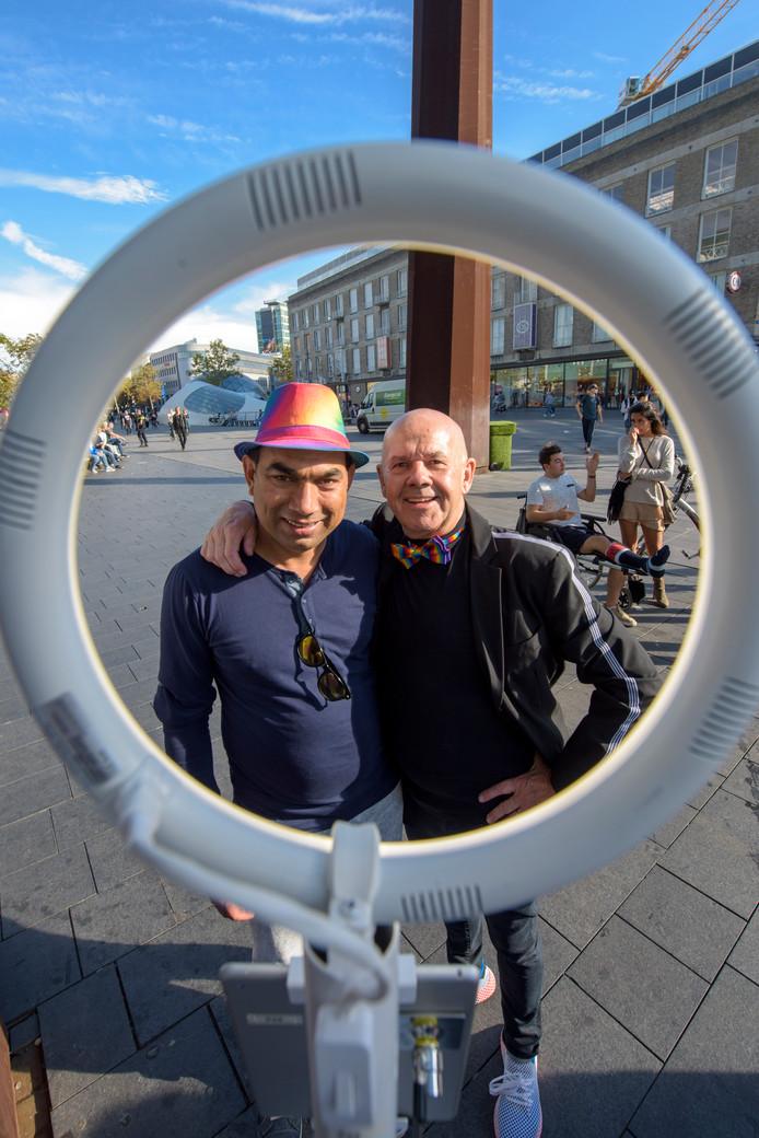 EINDHOVEN - Coming out day op het 18septemberplein. Links Zafar uit Pakistan, rechts Hans van Winkel uit Eindhoven bij de fotobooth