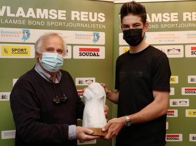 """Wout van Aert ontvangt Vlaamse Reus: """"Speciaal want álle sporters kunnen deze prijs winnen"""""""