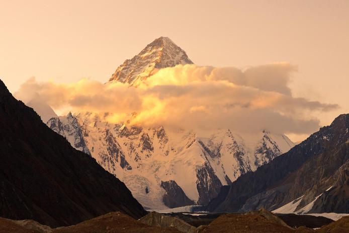"""Le K2, rebaptisé """"montagne sauvage"""" ou """"montagne sans pitié"""", détient le deuxième ratio de mortalité, après l'Annapurna. Une personne sur quatre environ meurt sur ses pentes."""