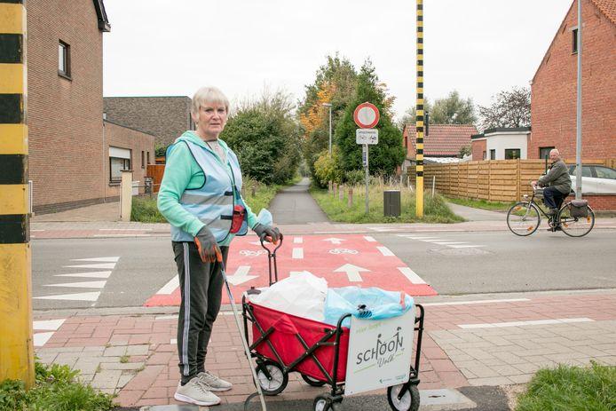 Lieve Nicque, 68 jaar jong en minstens drie keer per week op pad om zwerfvuil op te ruimen in Sint-Niklaas.