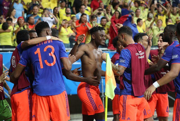 Colombia viert de tweede en beslissende goal van Zapata (zonder shirt). Beeld REUTERS