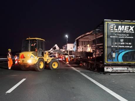 Bergen van vanochtend uitgebrande truck op A1 bij Deventer duurt tot middernacht