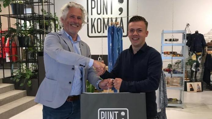 Gijs Kovac (rechts) heeft inmiddels al een pak gekocht voor het schoolgala.Eigen beeld