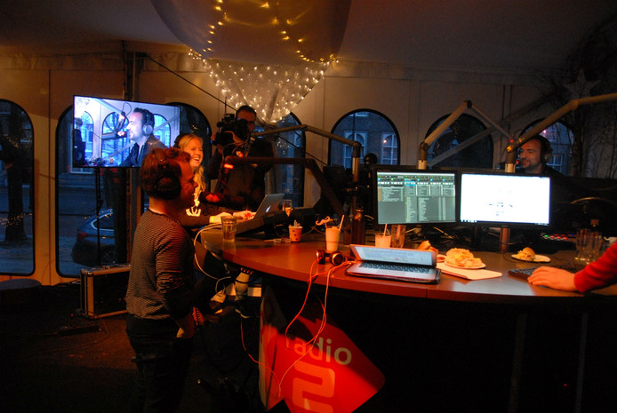 Van Velzen live in de uitzending van Gerard Ekdom
