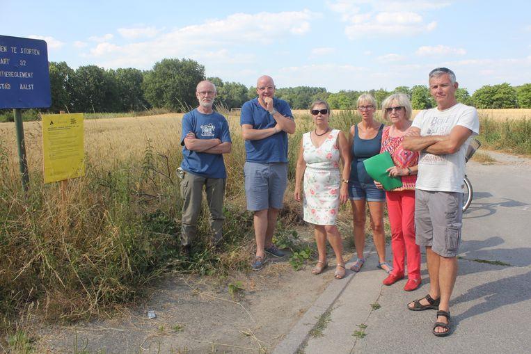 Het buurtcomité dat zich verzette tegen de windmolen.