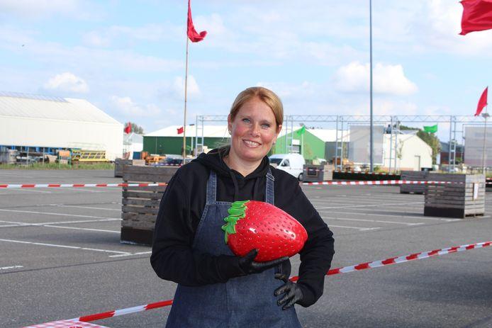 Inge Vreuls bij de Aardbeien drive in Hazerswoude @Morvenna Goudkade