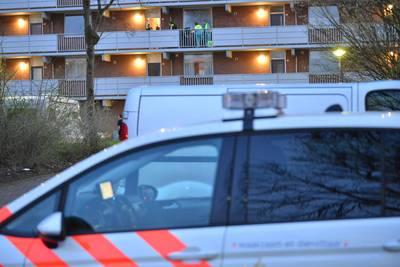 Meerdere knallen gehoord bij flat in Breda, politie zet gebied af